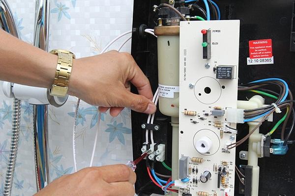 lắp máy nước nóng trực tiếp đơn giản tại nhà